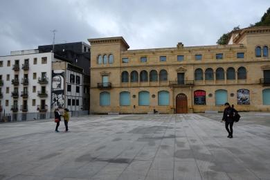 Zuloaga Plaza #01
